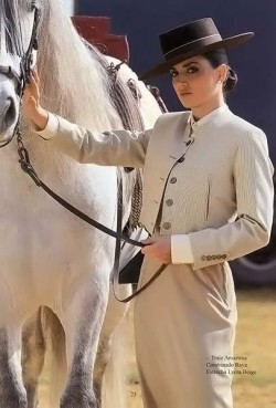 F50221PG23 Sidesaddle Suit